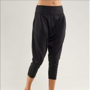 Lululemon Harem crop pants Size 6